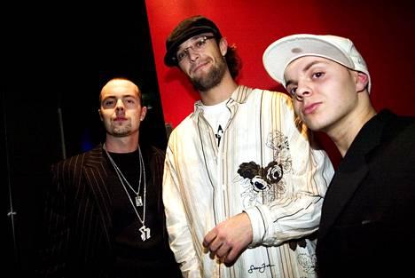 Uniikki tuli alun perin tunnetuksi Kapasiteettiyksikkö-rapyhtyeestä, johon hänen lisäkseen kuuluivat Tasis (vas.) ja Andu (keskellä).