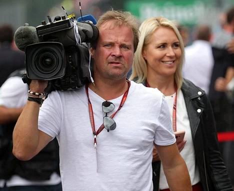 Kuvaaja Tomi Pulkkinen ja toimittaja Mervi Kallio.