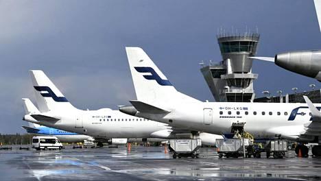Finavian lentokentillä ei tehdä matkustajien terveydentilan tarkastamisen kaltaisia erityistoimenpiteitä, kertoo viestintäkoordinaattori Elina Suominen.