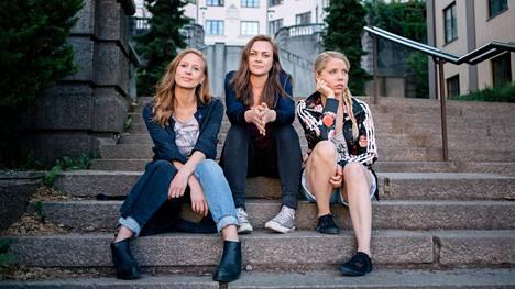 Nenne, Elise ja Alex ovat nuoria aikuisia, jotka ovat tärkeiden valintojen edessä.