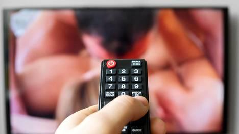 Pornon katselu voi lisätä seksihaluja tai aiheuttaa parisuhteessa kitkaa.