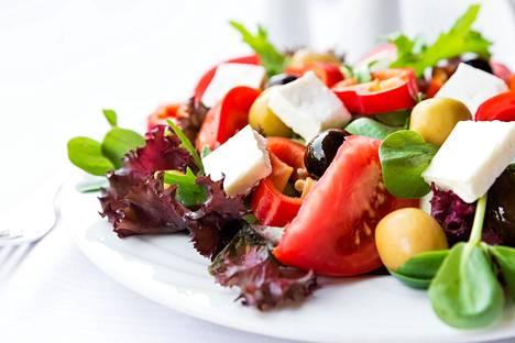 Fetasalaatti on yksi värimerellinen ruoka.