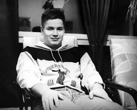 Kimmo Niemelä heittoistuinhypyn jälkeen 1991.