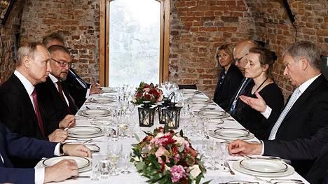 Sauli Niinistö ja Vladimir Putin pitivät työillallisen keskiviikkona ravintola Walhallassa. He eivät olleet ravintolan ensimmäiset arvovieraat.