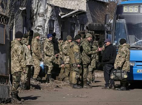 Ukrainan armeijan sotilaita Debaltseven taistelun jälkeen.