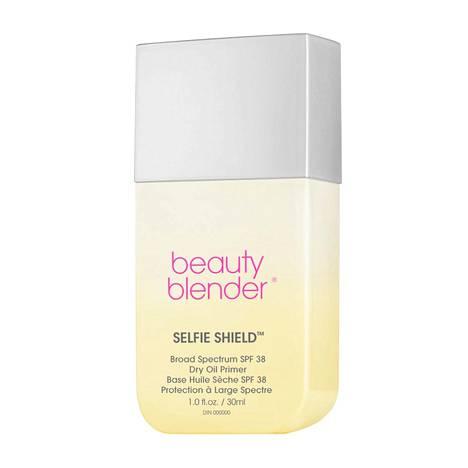 Meikkisienistään tunnettu Beautyblender tuo toukokuun alussa markkinoille Selfie Shield -meikinpohjustustuotteen, joka sisältää suojan UVA-, UVB- ja HEV-säteilyä eli sinistä valoa vastaan, 36,90 €.