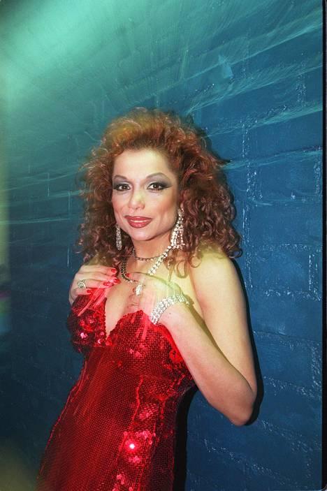Nisa Soraya oli 1980- ja 1990-luvuilla hyvin suosittu iskelmälaulaja Suomessa. Kuva vuodelta 1997.