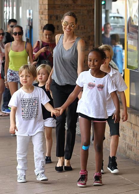 Jolie ja lapset Shiloh, Zahara, Knox ja Vivienne.