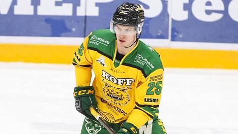 Ilveksen Antti Saarela sai Kärppien vieraana pelirangaistuksen.