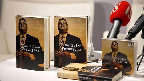 Soini kertoo kirjassaan muun muassa millaista on johtaa puoluetta ja miten vuoden 2011 vaalien jytku tehtiin.
