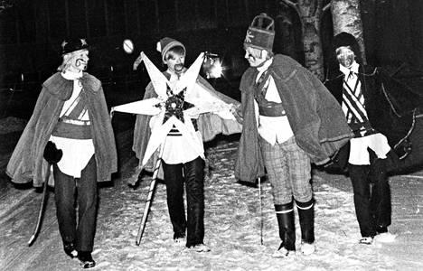 Suomessa tiernapojat ovat kiertäneet jo 1800-luvulta lähtien.