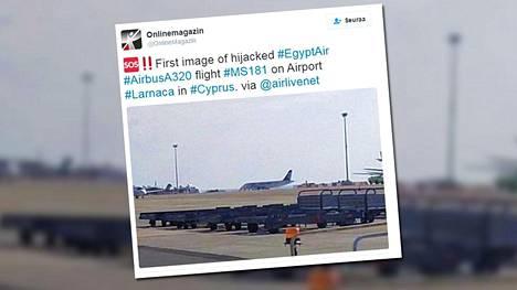 OnlineMagazin julkaisi Twitter-tilillään ensimmäisen kuvan Egypt Airin lentokoneesta Larnacan lentokentällä.