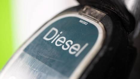 Parafiinisen eli vähemmän rikkiä ja haitallisia pienhiukkasia tuottavan dieselin non 120 miljoonan euron verotuki poistetaan asteittain vuosien 2021–2023 aikana.