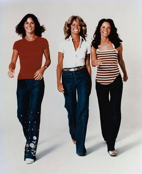 Charlien enkelit Kate Jackson, Farrah Fawcett ja Jaclyn Smith. Fawcett jätti sarjan ensimmäisen kauden lopussa.