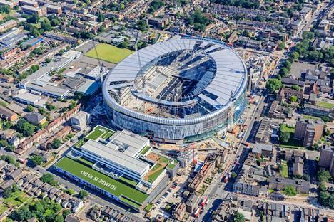 Stadion-rakennelma kuvattuna kesäkuun alussa.