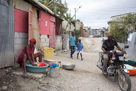 Caradeux on leiri vuoden 2010 maanjäristyksen takia kotinsa menettäneille Port-au-Princessä.