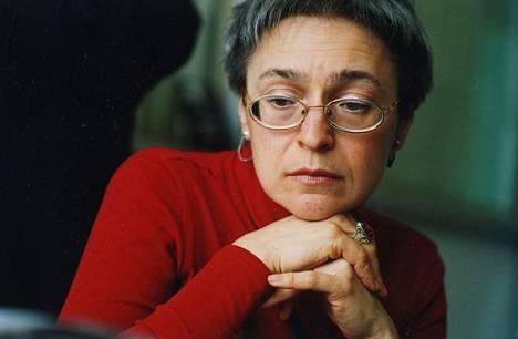Anna Politkovskaja yritettiin myrkyttää lentokoneessa teellä syksyllä 2004.