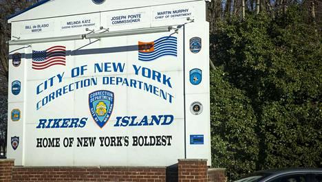 New Yorkin Rikers Islandin vankila sijaitsee nimensä mukaisesti saarella.