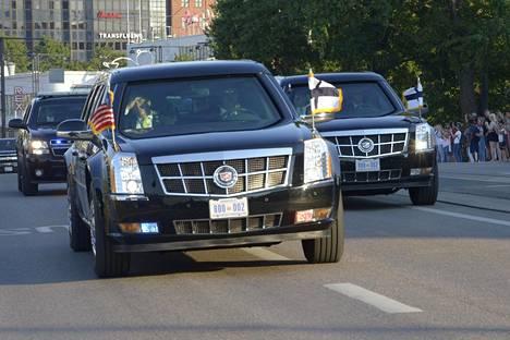 Donald Trump Mannerheimintiellä matkalla pois Presidentinlinnasta.