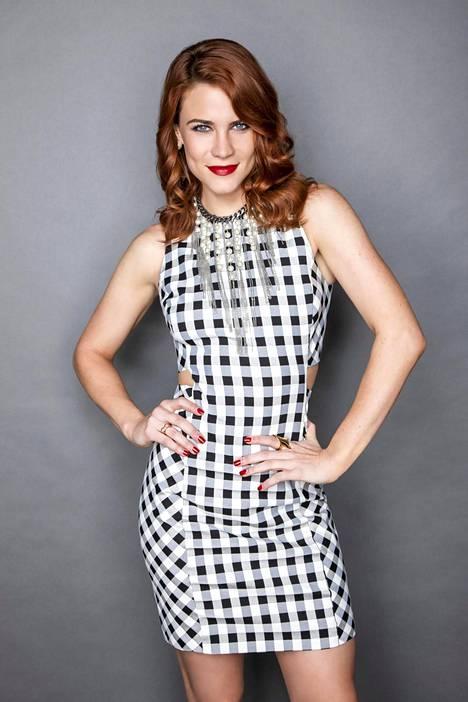 Courtney Hope on esittänyt Sallya Kaunareissa vuodesta 2017 lähtien.