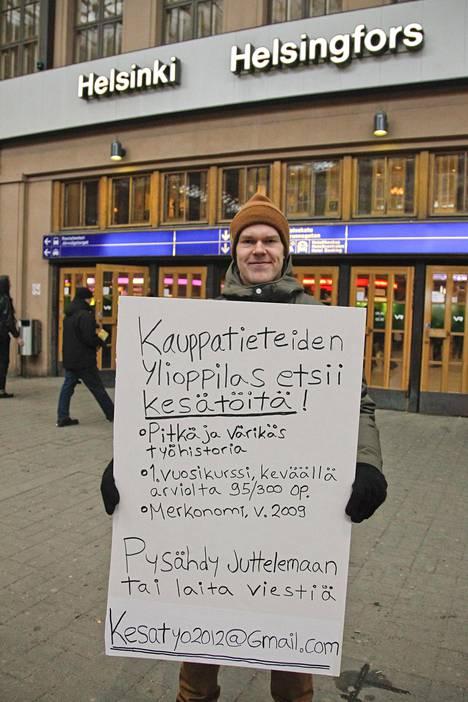 Tällä rohkealla kuvalla töitä etsivä Julius Repo onnistui tavoittamaan koko Suomen kansan helmikuussa 2012.
