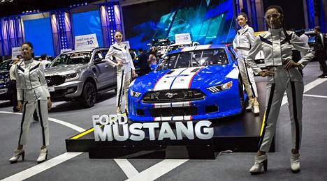 Ford Mustangia esiteltiin näyttävästi.