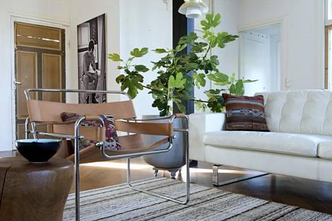 Sekoita harkitusti tyylejä ja eri aikakauden esineitä, niin saat kotiin kerroksellisuutta.