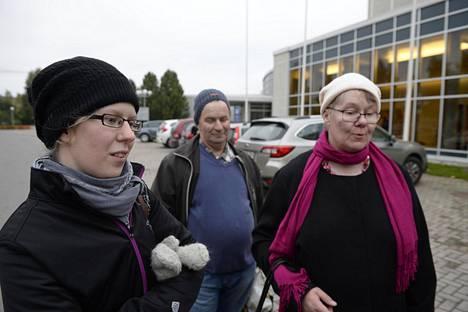 Anu, Arto ja Eija Nöjd saapuivat keikkapaikalle hyvissä ajoin.