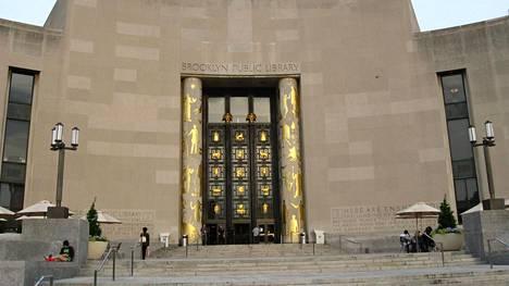 Miltei 60 vuotta myöhässä ollut kirjapalautus tehtiin New Yorkin Brooklyn Public Library -kirjastoon.