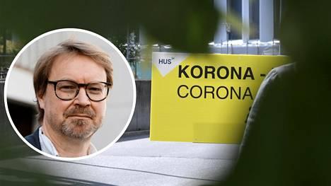Helsingin yliopiston zoonoosivirologian professori Olli Vapalahti arvioi, että tulevaisuudessa kehittyvät koronaviruksen muunnokset ovat aiempia tarttuvampia, mutta niiden aiheuttaman taudin vakavuus ei enää muodostu ongelmaksi rokotetuille ja taudin aiemmin sairastaneille.