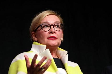 Paula Risikon mukaan kulttuuri- ja tapahtuma-alan toimijat ovat huolissaan myös THL:n laatimasta riskipotentiaalin arviointimallista.