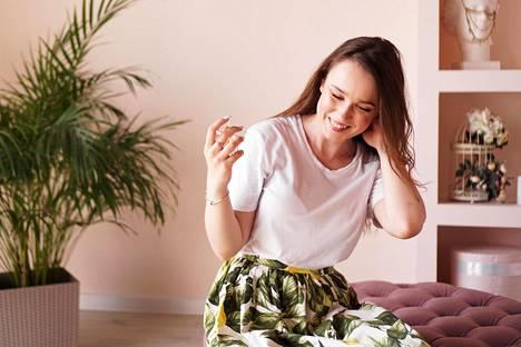 Terveys- ja liikuntatrendit näkyvät myös hiustrendeissä. Hiustenhoito ei saa viedä liikaa aikaa.