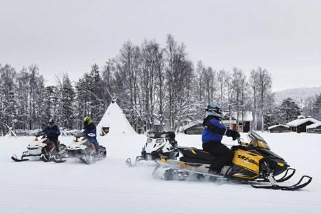 Moni hiihtoloman viettäjä suuntaa Lappiin Leville lumisten aktiviteettien pariin.