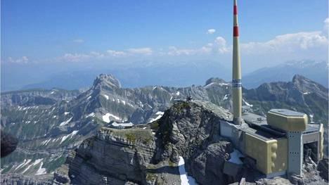 Sveitsin Alpeilla sijaitsevan Säntis-vuoren huipulle iskee salama useita satoja kertoja vuodessa.