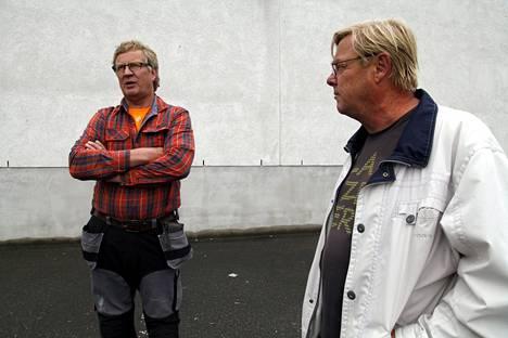 Tuusulalainen Raino Saari ei vastusta pakolaisten tuloa Lammille. Juttukaveri Aimo Pesonen on eri linjoilla.