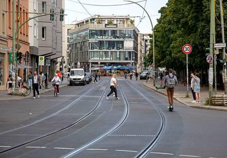 Vaalipäivänä juostu Berliinin maraton tyhjensi muun keskustan liikenteestä.