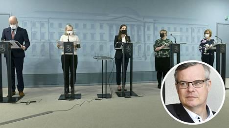 Helsingin ja Uudenmaan sairaanhoitopiirin Husin diagnostiikkajohtaja Lasse Lehtonen arvostelee blogissaan hallituksen suunnitelmaa.