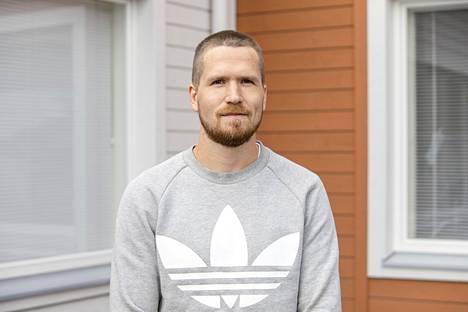 Ykkösluokan opettaja ja vararehtori Hannu Leppänen pitää ensimmäisen koulupäivän tärkeimpänä asiana tutustumista.