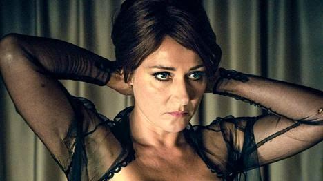 Cynthia (Sidse Babett Knudsen) elokuvassa.