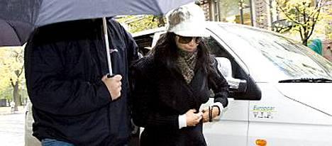 Yksityiskoneella Suomeen saapunut The Pussycat Dolls -kuusikko ei tuonut mukanaan Victoria Beckhamia, kuten joissain spekulaatioissa ehdittiin jo uumoilla.
