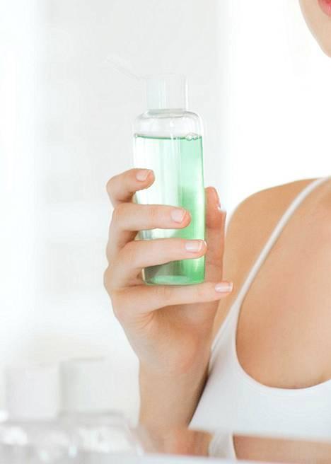 Jos ihossa ei ole märkiviä näppyjä, kasvoja ei aamuisin tarvitse puhdistaa puhdistusaineella, ihonhoidon asiantuntija sanoo.