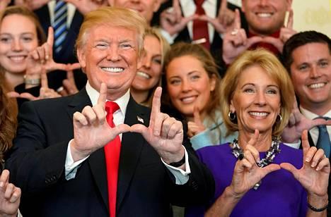 Presidentti Donald Trump hymyili Valkoisessa talossa 17. marraskuuta 2017.