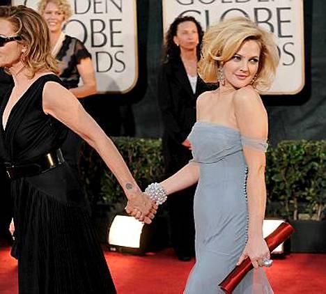 Drew Barrymore kehuu Cameron Diazia loistavaksi ystäväksi.