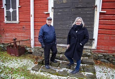Juhani Kautiainen ja Ira Vihreälehto tunsivat pitkään juurettomuutta ja häpeää, koska isästä ja isoisästä ei saanut puhua.
