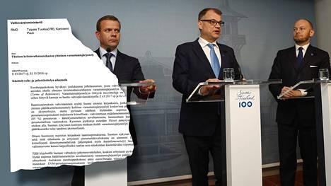 Keskiviikkona iltapäivällä hallitustrio eli Juha Sipilä (keskellä), valtiovarainministeri Petteri Orpo ja Eurooppa, kulttuuri- ja urheiluministeri Sampo Terho käsittelivät asiaa kolmistaan.