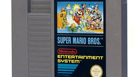 Kuvan kaltainen 1980-luvun Super Mario Bros -pelikasetti myytiin ennätyshintaan. Kuvassa ei ole kuitenkaan ennätyshinnan saavuttanut ja alkuperäisessä pakkauksessaan säilynyt peliyksilö.