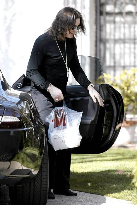 Ozzy kuvattiin kantamassa kiinalaisen pikaruokaravintolan pusseja.