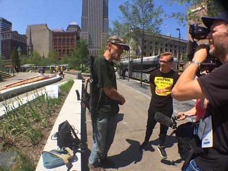 Jesse Gonzales saapui Clevelandiin aseen kanssa.