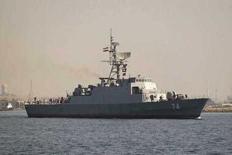 Iranilainen Sahand-fregatti.