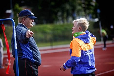 Seppo Räty on Oona Sormusen pitkäaikainen valmentaja. Kuva vuodelta 2013.